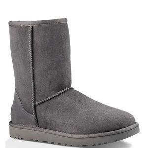UGGClassic Short Suede Boots